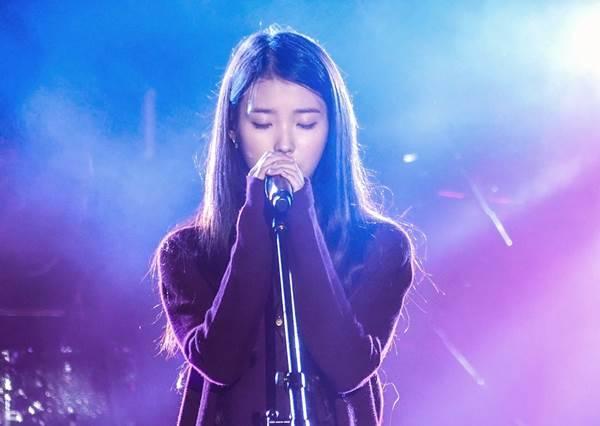 再次展現讓JYP後悔的實力!IU完美翻唱Bigbang、Wonder girls歌曲
