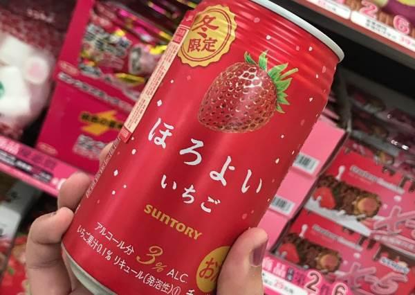 快拿滿滿的粉紅草莓淋我我願意啊!超商必買草莓季限定強品,草莓MIX洋芋片到底迸出什麼味啊?
