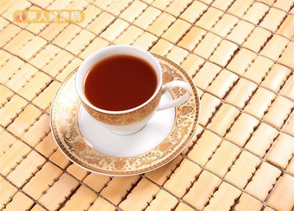 平時用枸杞、紅棗、黃耆、茯苓和麥冬等藥材煮成茶飲飲用,就是補養氣血和增進氣色紅潤的簡單好方法。