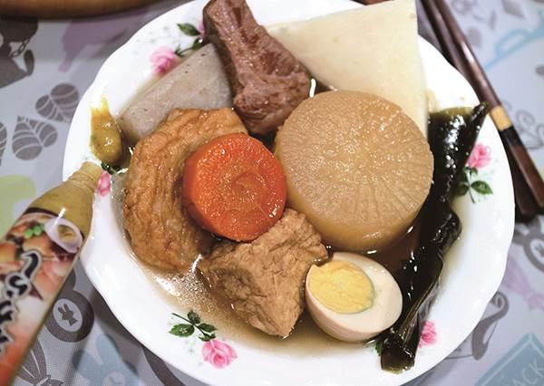 不出門也吃得到!超美味關東煮在家DIY,鮮甜湯頭就靠紅蘿蔔,清爽不油膩的關鍵,在這類食材要先沖熱水!
