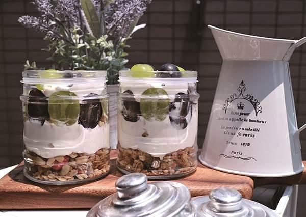 烤箱丟一邊,拿玻璃罐就能做!5樣材料變身人氣「日式優格起司蛋糕」,清爽低熱量,居家旅行懶人必做!