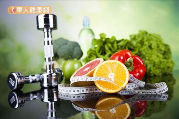 蔬果中含有各種的酵素,可以幫助消化和促進代謝,豐富的膳食纖維也有助腸道蠕動和排便順暢。