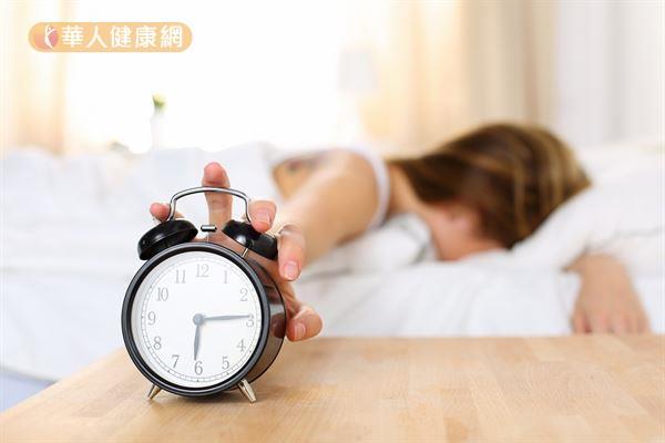 清晨的氣溫偏低,人睡醒時若因動脈彈性較差或血管不能根據身體的變化進行適應性調節,往往就會導致血壓突然飆高。