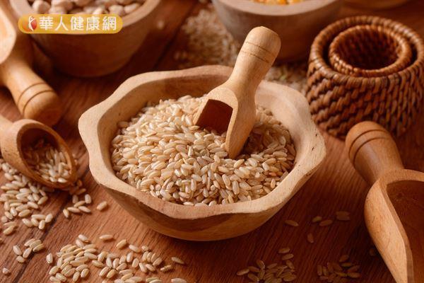 糙米中的維生素B1、B2和B3,可幫助脂肪代謝、減輕肝臟負擔。