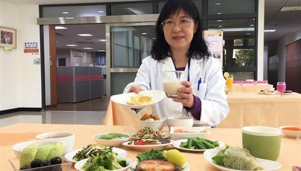 王文宏營養師表示,婦女自懷孕第2期起,就應依個人狀況調整熱量和蛋白質的攝取量。(圖片提供/台中榮總)