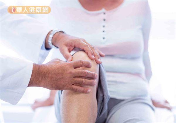 中醫理論認為,「不通則痛」。因此,當寒邪入侵、人體氣血運行不暢時,自然也就會增加關節疼痛的發生。其疼痛的特點是部位固定、痛處有冷涼的感覺,且得溫(熱敷)症狀就會緩解。