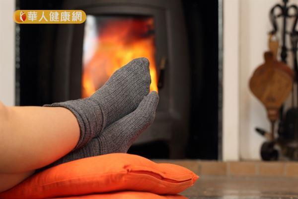 許多女性只要氣溫稍稍下降,雙腳就會感覺冰冷、僵硬,迫不及待穿起襪子來保暖。