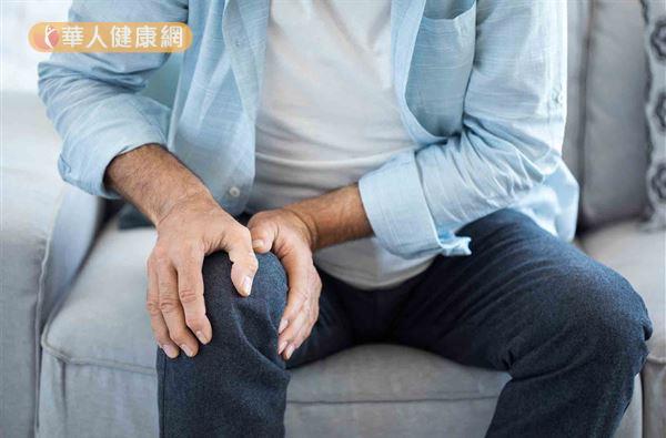 髕骨肌腱病變主要可分成4個時期:第一期是膝部疼痛發生在運動之後;第二期是運動時就會有膝部疼痛感,但不影響運動表現;第三期是膝部疼痛會影響到運動表現;而第四期就是髕骨肌腱斷裂。
