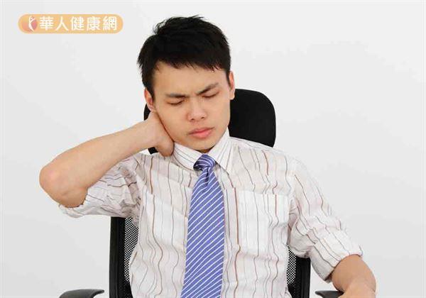 上班族工作壓力大,加上姿勢不良,造成肩頸肌肉僵硬,落枕容易反覆發作。
