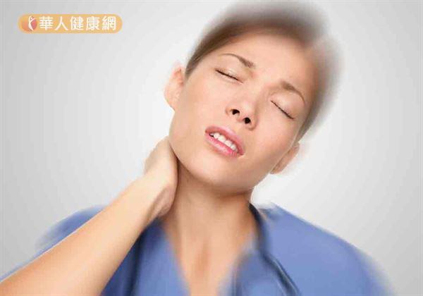 氣溫驟降,肌肉變得緊繃,除了肩頸容易痠痛,也會出現落枕困擾。
