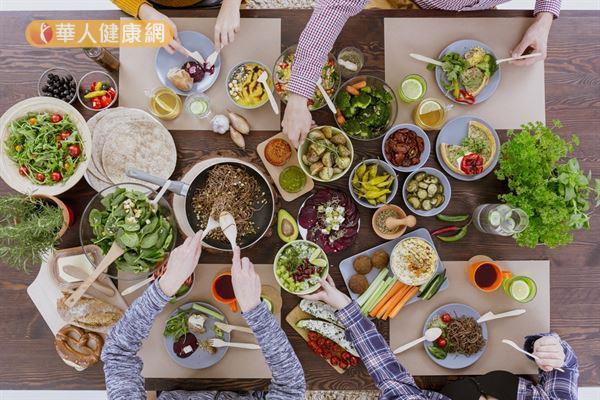如果是常常脹氣的人,平時應特別注意飲食,少吃烤炸辣及不易消化等食物。