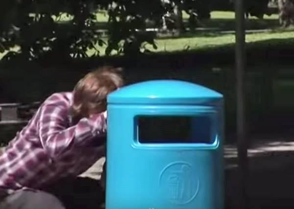 政府推出這款看似平凡的最新型垃圾桶,竟然成功讓大家變得超愛丟垃圾!