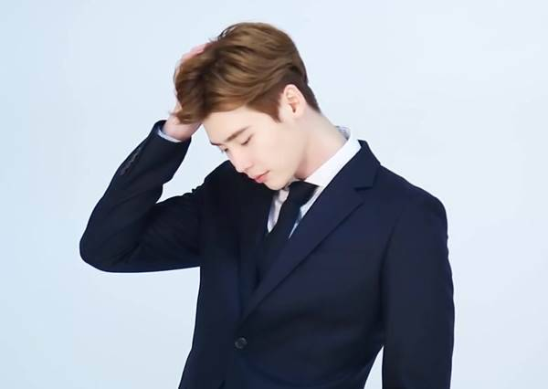 3支短片告訴你,李鍾碩當起穿西裝的上班族會有多讓人心動!