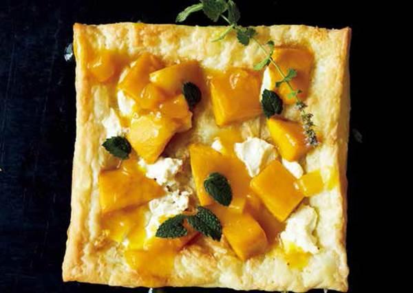 10分鐘解決一餐!現成派皮的4種「混搭起司新吃法」,加香腸就有披薩口感,換上芒果又秒變甜點啦~