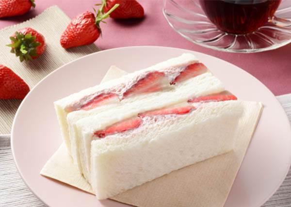 冠軍炸雞路過都想來一塊☆日本必買「超商美食」TOP 10,今天下午茶就決定是草莓牛奶三明治啦~