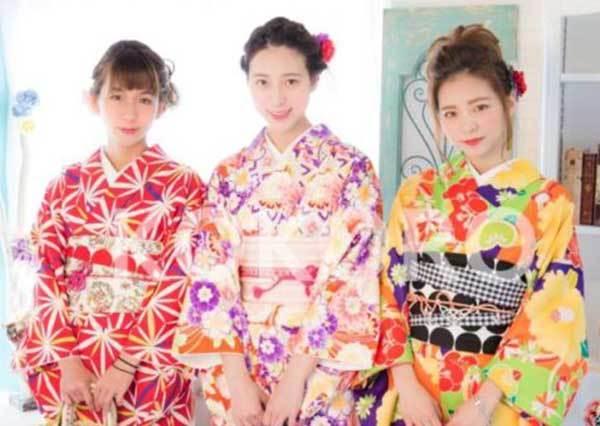 路上拍美照完全不撞衫♪京都10家激推「和服體驗店」選擇超多,高個女孩也不怕挑不到衣服穿啦~