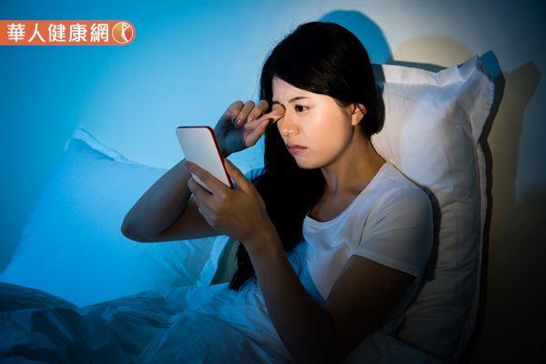 現代人凡事離不開3C產品,眼睛時時暴露在藍光的風險之下。