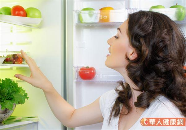隔夜菜最好冷藏在冰箱中,以避免細菌滋生,造成健康受影響。