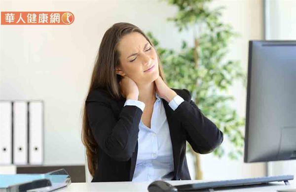 究竟轉脖子的動作,是否會危害脊椎神經健康?