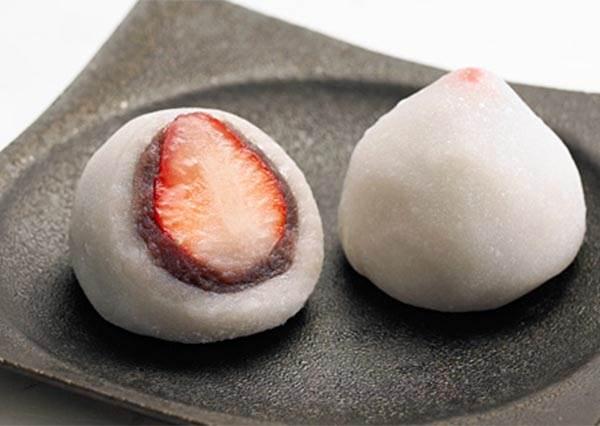 超大顆草莓都快掉出來♡銀座人氣「季節限定甜點」連當地人都愛,塞爆行李箱也要帶回來全部自己吃啊