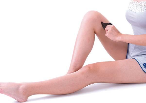 刮出妳的纖纖鉛筆腿!用對方法刮「大腿內側」1分鐘就能瘦,連痘痘&水腫都能一起化解!