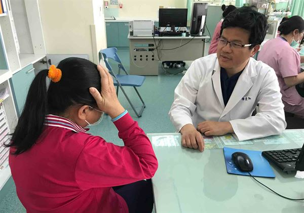 楊景旭醫師提醒,民眾切勿忽視頭暈問題的嚴重性!(圖片/烏日林新醫院提供)