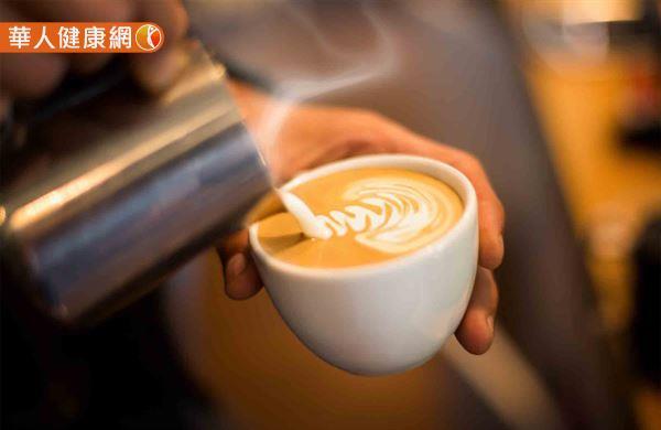 根據2013年學界針對咖啡、巧克力、茶等含咖啡因食物與乳房疾病間關連性,所發表的系統性回顧也指出,咖啡因攝取量過高與乳房纖維囊腫、乳癌的形成無關。