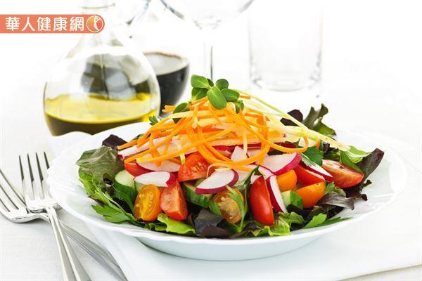為了避免大魚大肉及高油脂造成身體負擔,建議可以選在晚餐享用輕食料理。