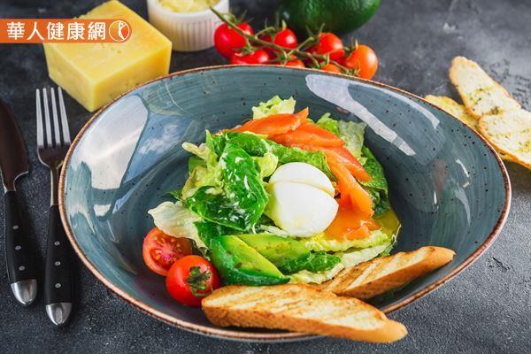 輕食輔助減重還須兼顧均衡飲食,且需注意,為避免低血糖,輕食期間不建議高強度劇烈運動。