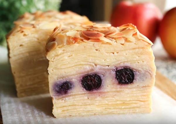 想吃甜點又怕長肉肉?低熱量「蘋果藍莓隱形蛋糕」口感超清爽,不小心就會吃掉一整條~