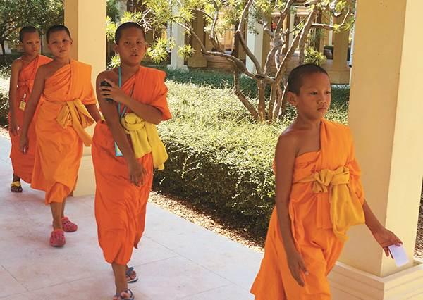 給錯小費當心會被白眼啊~到泰國玩不可不知的「5大禁忌」,遇到再可愛的小孩都不能隨便摸頭啊!