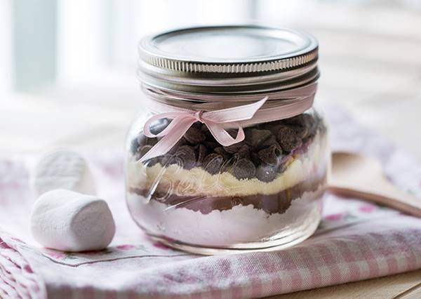 滿滿棉花糖配上濃濃巧克力,夢幻感的禮物罐自己在家也能DIY!