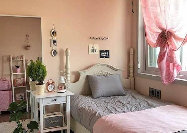 真的只要串燈+窗簾啊!周六假期就能完成的《小資女夢幻房間佈置計畫》,溫馨舒服到放假連門都不想出啊~
