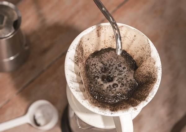 咖啡中毒者必學!用4大招判斷手上的咖啡新不新鮮,原來咖啡豆是否「死掉」在沖熱水時就決定了!