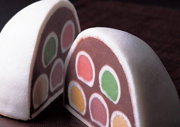 東京當地人才知道的甜點逸品!大饅頭中包著各種顏色小饅頭,太夢幻啦~