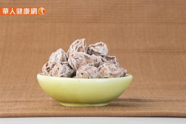 酸梅類食品可以激活汗腺,幫助恢復排汗功能。