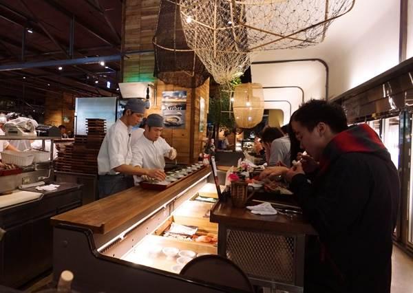 會消化不良也要站著吃?揭密日本人奇妙的「立食文化」,看完只覺得活在台灣實在好幸福啊