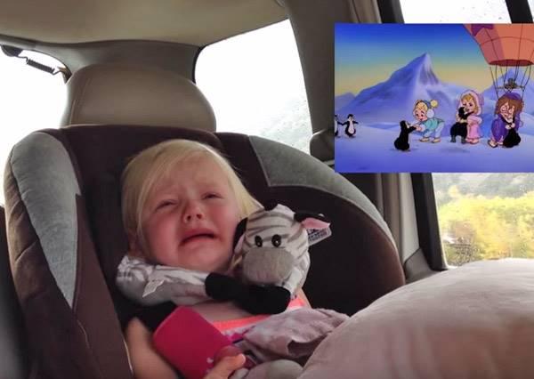 爸爸發現女兒是個超入戲的觀眾,所以偷偷錄下她看卡通最真摯的反應!