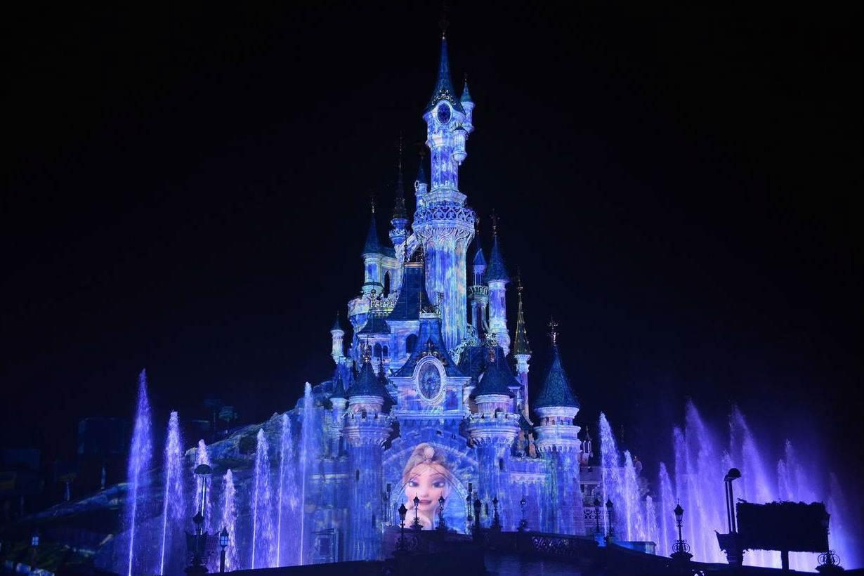 重現《冰雪奇緣》夢幻雪山場景!東京Disney新建「3大主題園區」,看完都想直接搬到迪士尼隔壁了啦