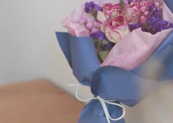 快用眼神暗示男友!女孩最愛的「2款迷你花束包裝DIY」,就算只有幾朵花也不寒酸