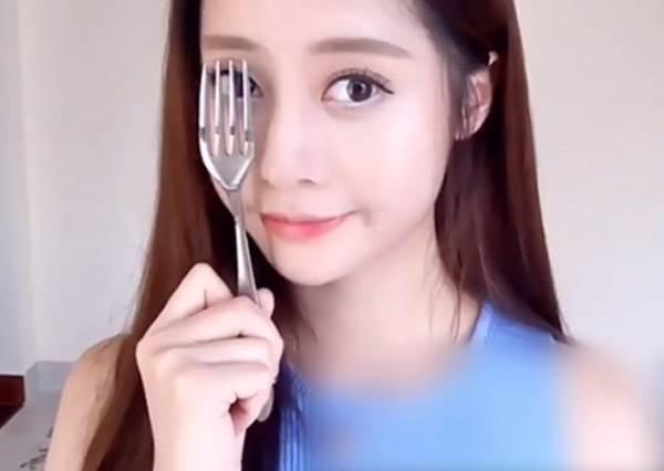 吃飯餐具也能拿來化妝?!《6招新手必學偷吃步》:鼻影竟靠一支叉子就搞定!