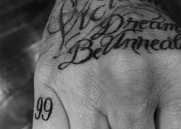沒有在亂刺啦!泫雅、G-Dragon、貝克漢等明星們有意義的「字樣刺青」