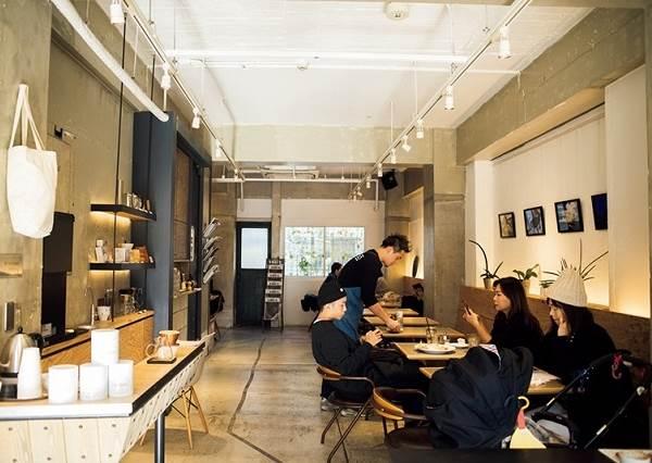 重度咖啡控快筆記!「東京必訪4家美的冒泡咖啡廳」,逛街到腳痠一定要去坐坐兼大拍美照的啊!