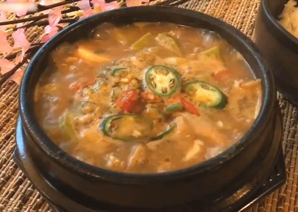 拌炒五花肉再一鍋到底!簡單韓式大醬湯超暖胃