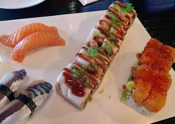 「活壽司」會在你嘴裡跳!?壽司界的「稀有品種」你吃過幾個?鐵火丼光看做法就想天天來一份!