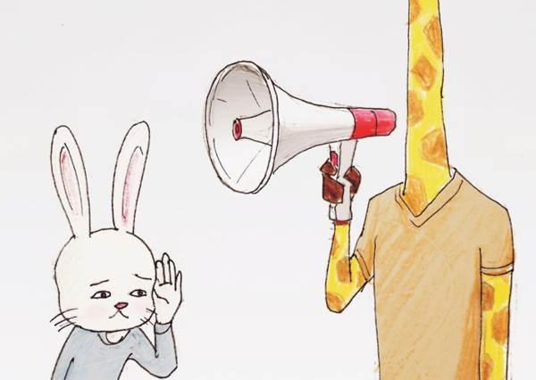 還在抱怨自己生活很悲慘?「8個有點爆笑長頸鹿日常無奈瞬間」,大合照時他一定覺得孤單寂寞冷啊