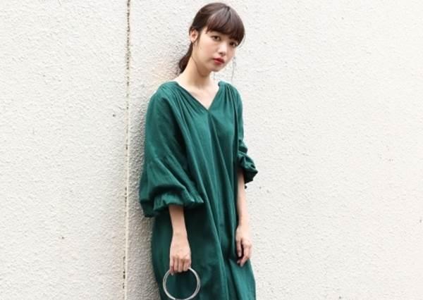 人群之中只看見妳☆綠色也能美美駕馭的「必學穿搭TIPS」,洋裝絕對是入門不敗款啊~