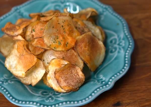 熱量警報!整顆馬鈴薯+罪惡鹹蛋黃 不用等團購,唰嘴炸薯片自己做
