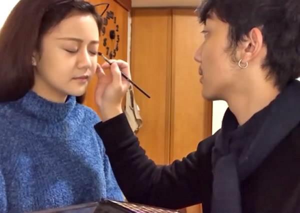 韓國平眉差點變一字眉!讓男生幫忙化妝根本像打仗,妳也敢嘗試嗎?