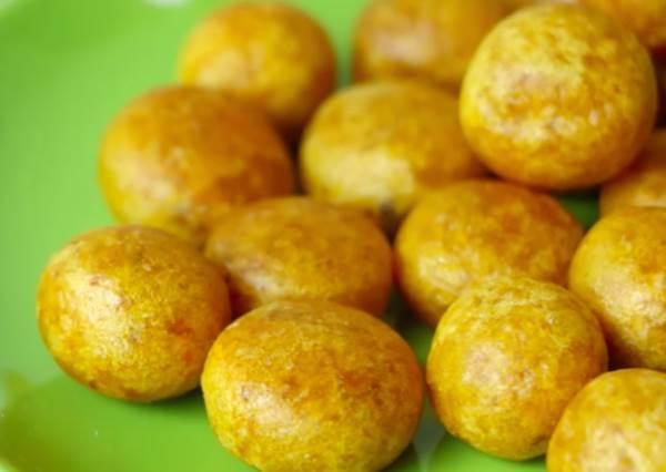 正港夜市美食直接搬回家!台灣才有的香Q地瓜球,成功關鍵就在鍋裡這樣壓一下!